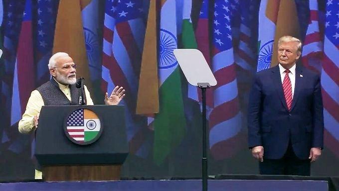 PM Narendra Modi (L) with US President Donald Trump (R)/Twitter
